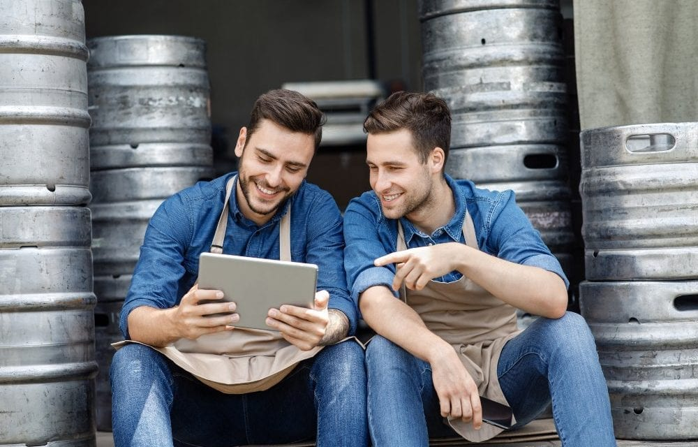 Is SMS or MMS Messaging Better For Your Biz?